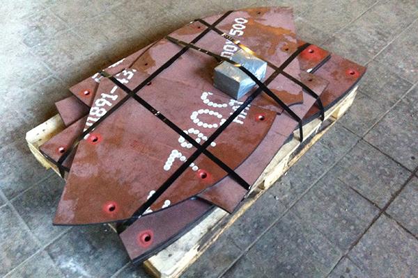 Комплект донной брони из стали Hardox 500 бетоносмесителя по требованию заказчика комплектуется крепежом